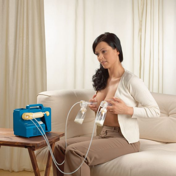 lactina_double_pumping2_in_use