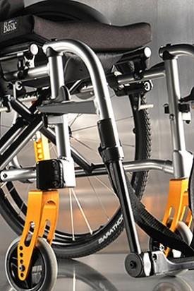 Aktivna invalidska kolica sa sklopivim okvirom