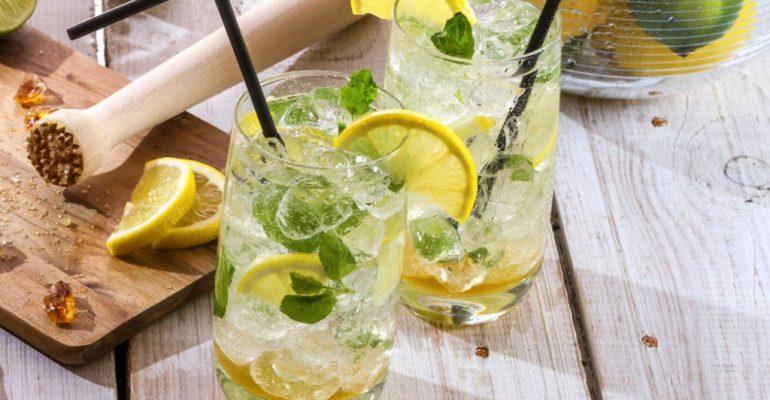 60849992-detoksikacijska-voda-napitak-limun-menta